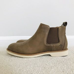 NWT Men's Size 9 Penguin Leather Chukka Boots
